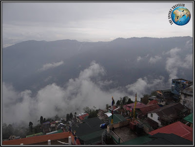 Darjeeling, Gattys cafe, motorbiking in India
