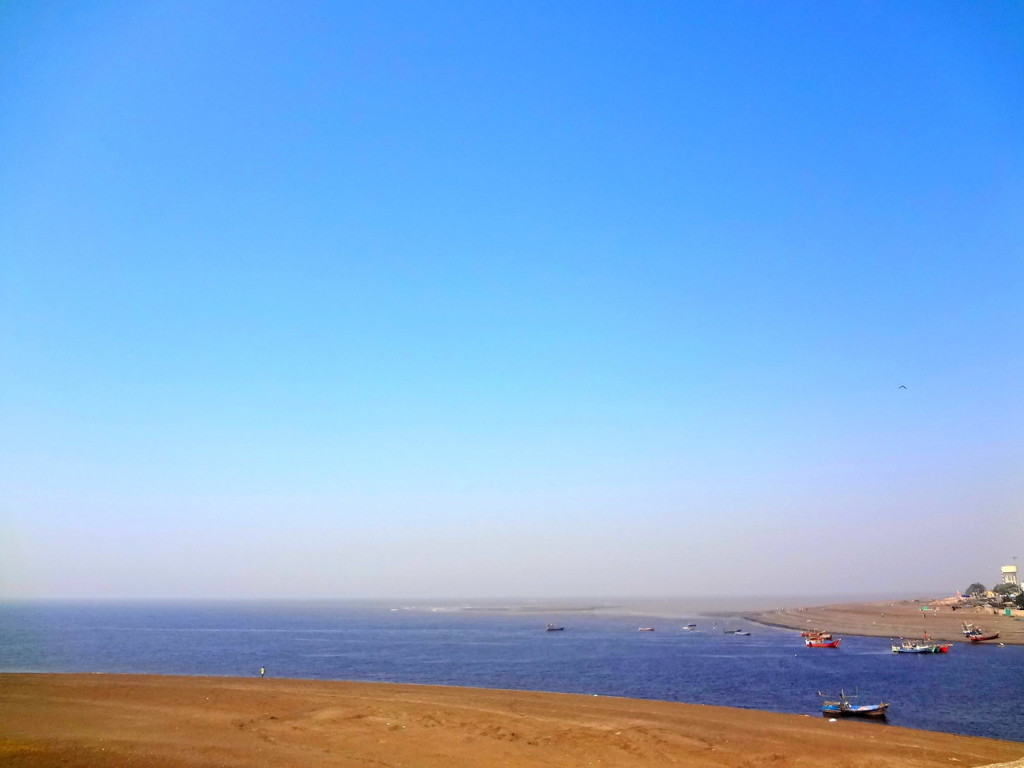 The confluence of Daman Ganga river and Arabian sea
